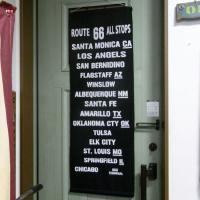 アメリカンなルームデコレーションにおすすめな、ルート66のナイロンフラッグタペストリーです。壁やドア...