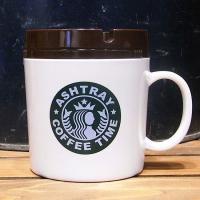 見た目もオシャレなコーヒーマグカップのようなメラミン製の卓上灰皿です。回転式の蓋付で、吸殻が落とし込...