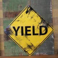 アメリカなどでお馴染みのトラフィックサイン看板です。ヴィンテージ風の仕上げは使用感があり、リアルな雰...