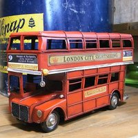 人気の高い二階建てバス、ロンドンバスのブリキ製自動車です。イギリスの街中で見かけるバスといえばこれ。...
