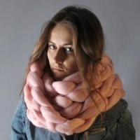 ■□商品説明 オーストラリア産メリノウールを100%使用した毛糸から、日本国内で、熟練された職人によ...