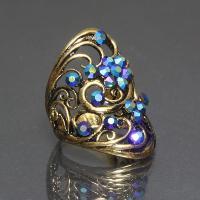 ゴールドフレームにブルーのスワロフスキーが輝きます。  大きめタイプのリングは、華やかさ抜群!   ...