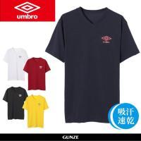イギリスのスポーツブランドumbroのVネックTシャツ。ソフトタッチな着心地です。汗をすばやく吸収・...