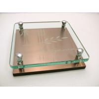 グリーンガラスの裏面に文字を彫込み、ステンレスと重ねた高級表札。ステンレスはアクリルで厚みをもたせて...