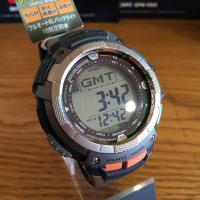 ソーラー電波時計。方位計。気圧・高度計。温度計。10気圧防水です。
