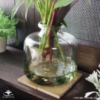 クラシカルな雰囲気のガラスのハンドメイドフラワーベース(花瓶)  少しごつごつとした感じがおしゃれな...