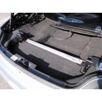 ●D-SPORTトランクバーは、開口部が大きいトランク部分の左右を連結することでボディ剛性を向上。サ...