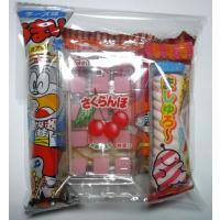 子供たちに人気の駄菓子を透明のOPP袋に入れてお作りします。  画像の商品は5種類の駄菓子が入ってい...