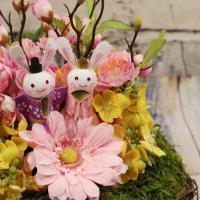 桃の花 菜の花 ガーベラ モス アレンジメント アートフラワー アーティフィシャルフラワー 造花 贈り物 ギフト プレゼント 桃の節句 ひな祭り うさぎのお雛様