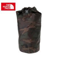 シューズや着替えなどの収納に適したロール式のスタッフバッグです。軽量のナイロン素材を採用し、コンパク...