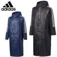 袖の3ストライプと背面のビッグロゴがアイコニックな定番ロングパデッドコート。表地は2種類の異なる光沢...