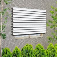 窓外部からの視線や日差しを遮ります。取付方法も簡単で浴室窓の覗き見対策などの防犯に人気があります。後...