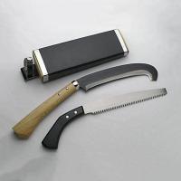 鉈として鎌として使えるマチェットタイプ最高級「万能かずら切鉈」です。  蔦・枝・かずらを払いながら山...