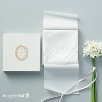 ギフト ハンカチ イニシャル(レース/女性用)BOX入り 結婚祝い 贈り物 プレゼント ブライダル 白 セット ウェディング 箱 BOX 日本製 冠婚葬祭  結婚式 母の日