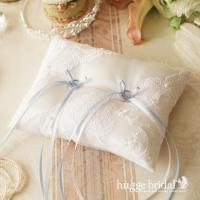 挙式のときに、お2人の指輪をのせておく、リングピロー。 結婚式にはかかせない大切なウェディングアイテ...