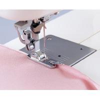 布端を三巻に仕上げます。アイロンの手間が省けて便利です。 ※直線縫いを使用して下さい。  ※5mm/...