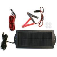 車のバッテリー上がり防止に便利なソーラーバッテリーチャージャー。 長時間使用しない車は、充電が十分で...