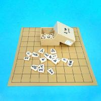 ややミニサイズの将棋盤とプラスチック将棋駒歩心の将棋盤セットです。 将棋の入門の方やお子様にもお手頃...
