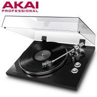 AKAI Professional製のリスニング用アナログレコードプレーヤー  美しく輝くピアノブラ...