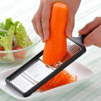 丈夫で衛生的なステンレス製の刃を使用したスライサーです。両面で千切りとツマ切りの使いわけができます。...