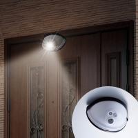 ドアの上部に取り付けるだけで使用できます。ドアの開閉もスムーズにできます。人を感知すると自動点灯し、...
