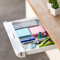 ●テーブルやデスクの天板の下に簡単に小物や文具類を収納できる引き出しが取り付けられます。 ●取り付け...