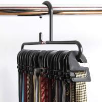 ●ネクタイを1本ずつフックにかけられるので、絡まりにくく、収納効率UP!一目で選びやすくなっています...