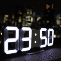 時計をもっとスタイリッシュに、時計の可能性を追求した製品  今までの時計はデジタル、アナログともに数...