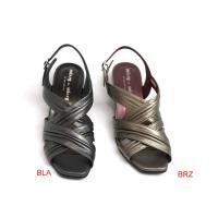 人気のウエッジソールで歩きやすく甲の部分はシワ加工を施したソフトな皮を使用しています。 足をやさしく...