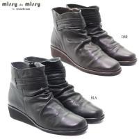 マドラス社製「missy」のソフトな天然皮革のショートブーツです。  軽量で足あたりのよいソフトなブ...