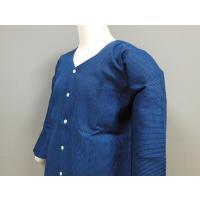 紺の地色に青の刺子を施しました、シンプルですが人気の刺子鯉口シャツです! 本品1点の場合は送料200...
