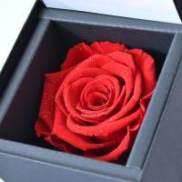 y160355 希少な天然ダイヤモンド入りラメが、赤い薔薇をより美しくそしてゴージャスに仕上げます。...