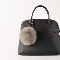 ●デザイン バッグに華やかさを与える、ブルーフォックスのファーチャームです。 大きすぎないサイズ感で...