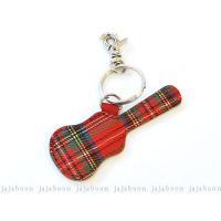 牛革製 タータンチェックは牛革にプリント加工ギターケース型のピックポケットがキーホルダーになりました...