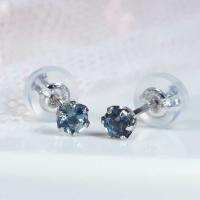 世界の5大宝石アレキサンドライトを使った贅沢なピアスをお買い得価格でご提供良質アレキサンドライトが耳...