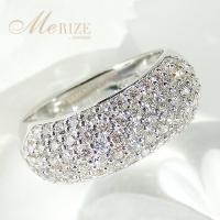 ☆びっしりと埋めこまれたダイヤモンドは、64p・合計1.0ctup!あふれんばかりの輝きと重厚な存在...
