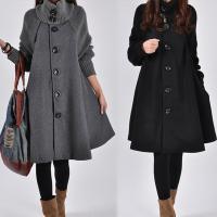 裾に広がるガーリーコートが可愛い☆ 大きめのボタンがレトロなディテール☆ 優しい雰囲気のデザインが女...