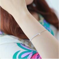 ピンクゴールドの優しい光沢が手元を美しく見せる、繊細なデザインが魅力のブレスレットです。 輝きSWA...
