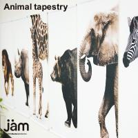 (部屋の中に動物が!) 大きなタペストリーに大きな動物。圧倒的な存在感のタペストリーです。 部屋の角...
