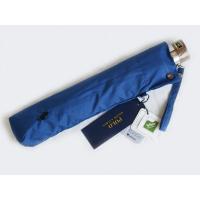 軽くて大きい折りたたみ傘、トラッドなブルーにネイビーのロゴデザインがお洒落です。ロゴマークがさりげな...