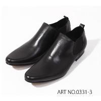 サイドゴアブーツは脚の内外双方のくるぶし周辺に、ゴムを織り込んだ伸縮性のある素材を配したブーツ。シュ...