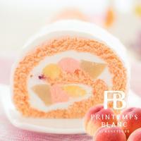 白桃ロールはしっとりとしたピンクのロール生地の中に カスタードクリームと白桃のピューレを入れたクリー...