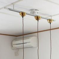 引掛けプラグ、ローゼット等の天井器具に簡単に取付けられるライテイングレール。 スポットライトやペンダ...