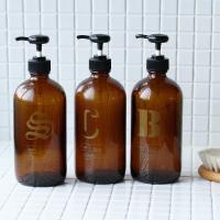 バスルームでアクセントになるガラス瓶ディスペンサー。 プラスチック容器を並べると、どうしても生活感が...