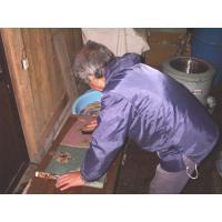 訪問着または付下を仕立て上がった状態で当社にお送りください。解き端縫い・洗い張り・湯のしをして、ご指...