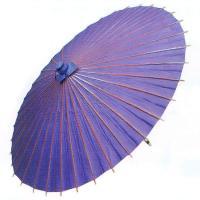 舞踊練習用・イベント用の紫色の紙傘です。中国製舞傘ですが、親骨の天側を茜に染め、赤の飾り糸・繋ぎ糸を...