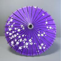 紫地に梅花冠を散らした柄紙傘です。ご覧のように、素朴な手作り感があります。持ち手や骨組み、ろくろや天...