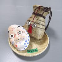島根県民謡の安来節(やすぎぶし)に乗って踊る「どじょうすくい」の必須アイテム、ひょっとこ面・笊(ざる...