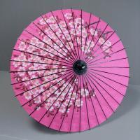 日本舞踊や歌舞伎で使われる紙舞傘です。ピンク地に手描きの、素朴で味わいのある花模様の舞傘です。舞傘の...