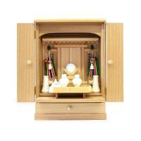 祭壇宮(祖霊舎)は御霊家(みたまや)と呼ばれ、金具類はできるだけ省き簡素な造りにしますが、 仏式の仏...